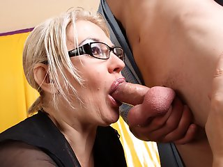 Oldie almost chokes on the hard meaty dick in her throat
